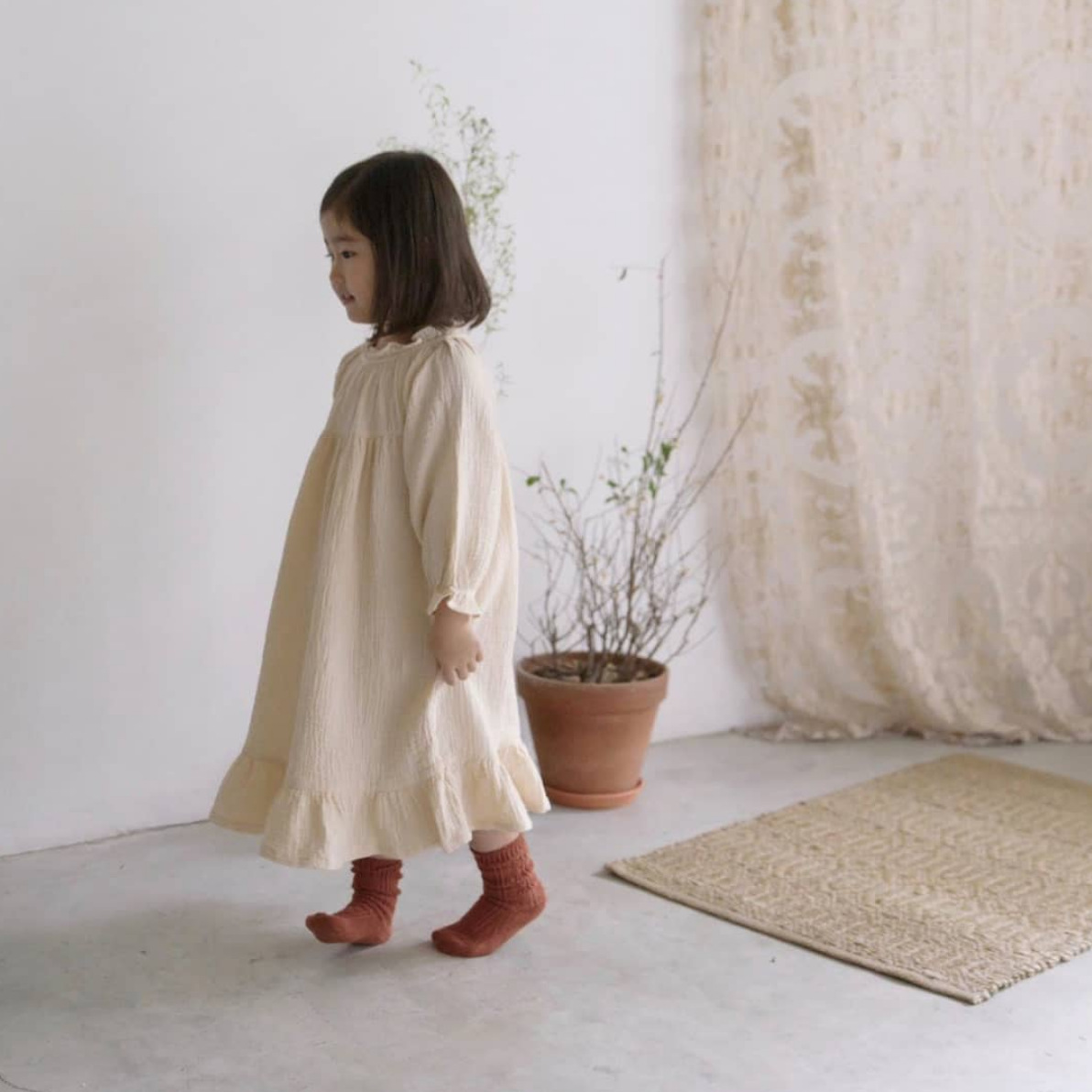 SMITN BEBE - an online boutique offering a beautifully curated assortment of clothing from Korea, that focuses on high quality, essential and modern designs for children's clothing