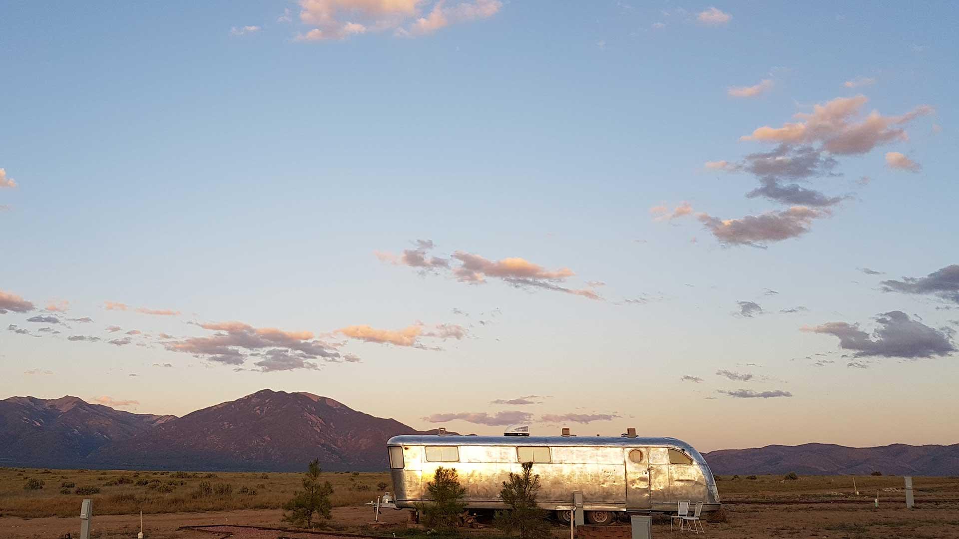 bg-trailer.jpg