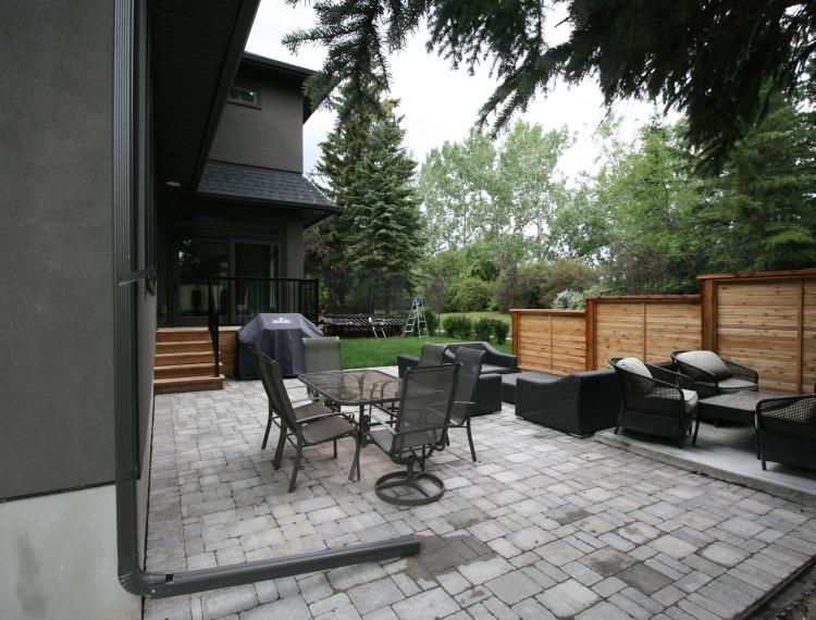 E24-outdoor-living-space-family-home-calgary-custom-home-750x570.jpg