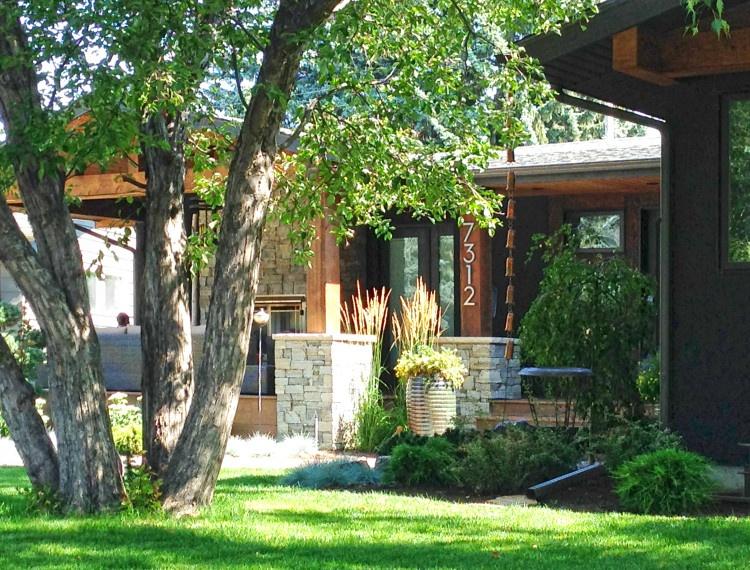 E26-calgary-custom-homes-bungalow-exterior-750x570.jpg