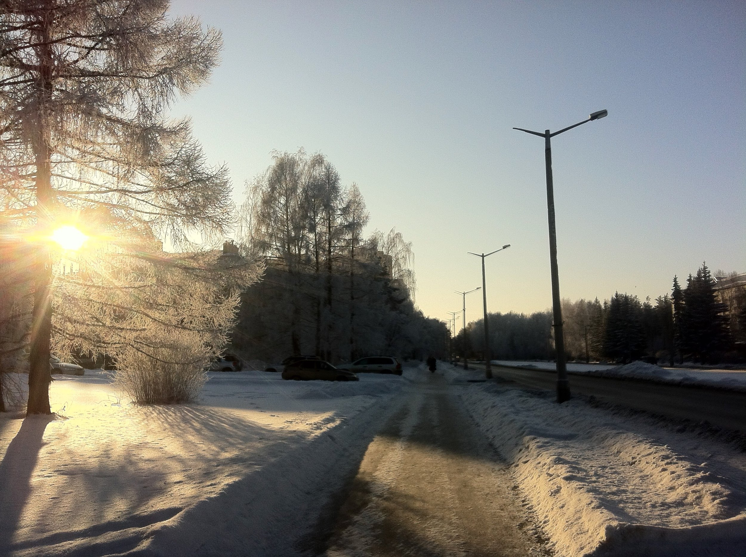 Cold frost and sunshine - Russia, iPhone 4