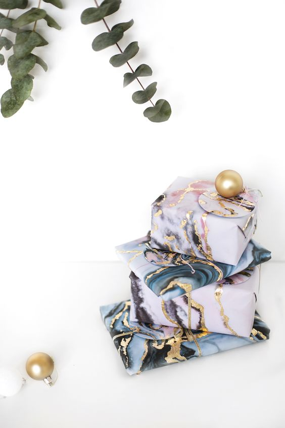 7 D.I.Y. CHRISTMAS WRAPPING IDEAS YOU'LL LOVE!
