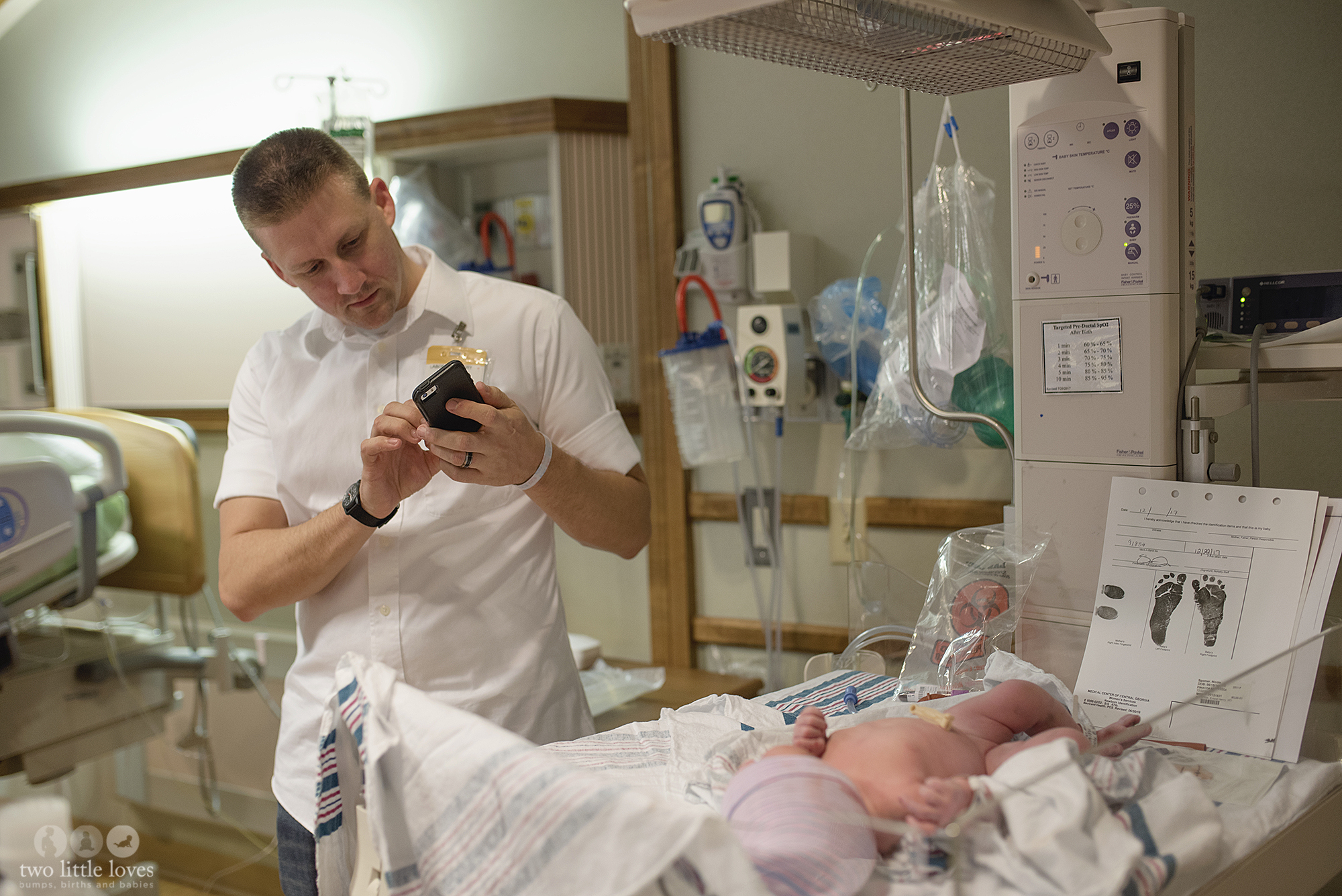 Dad sees daughter after delivery