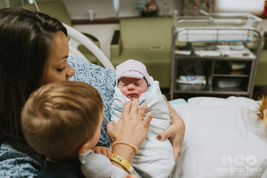Big_Brother_Meets_Little_Brother_Macon_Birth_Photographer23.jpg