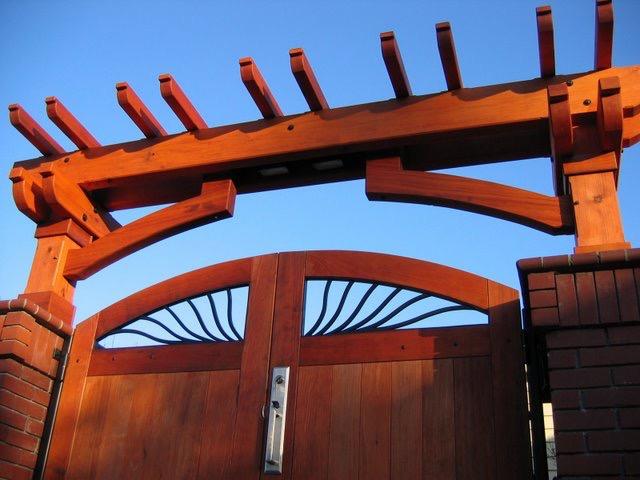 ENTRY ARBOR: CUST GATES