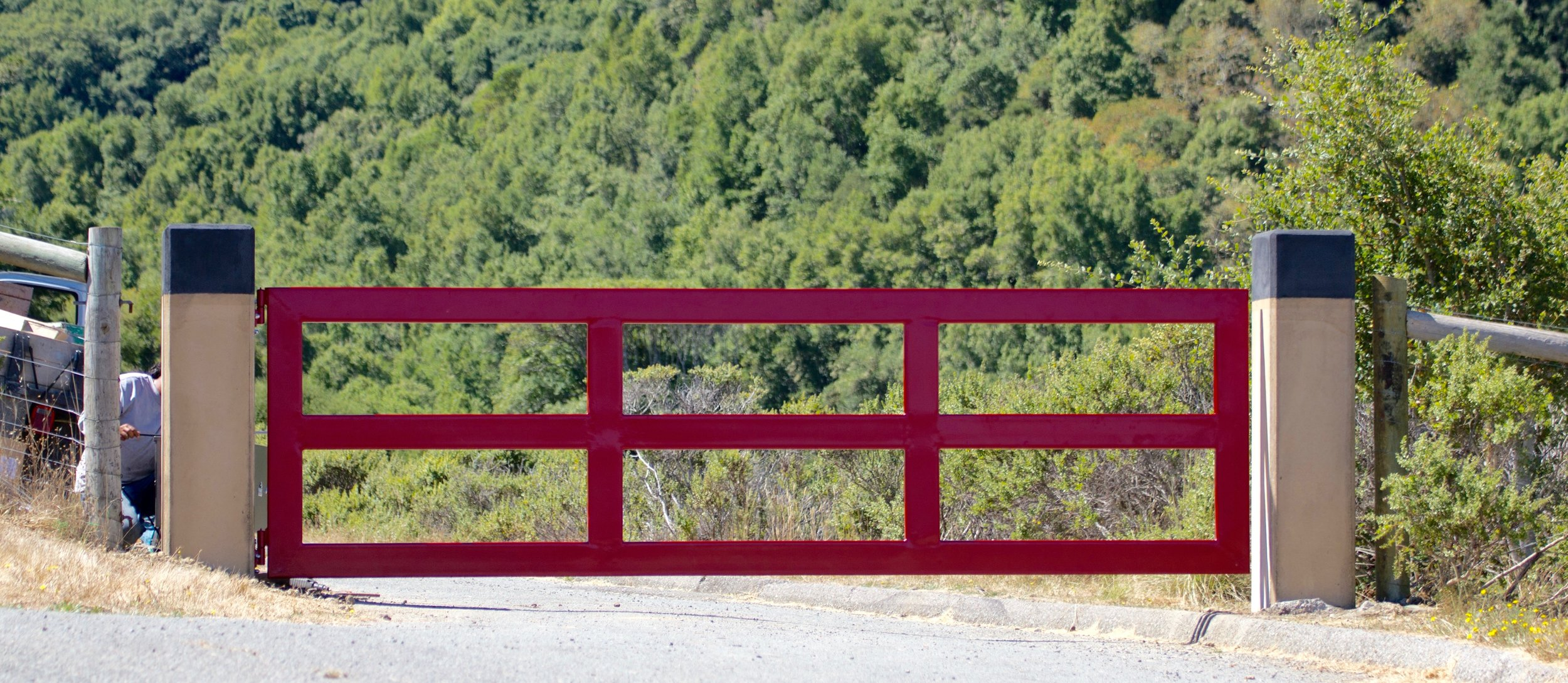 NICASIO STEEL DRIVEWAY GATE