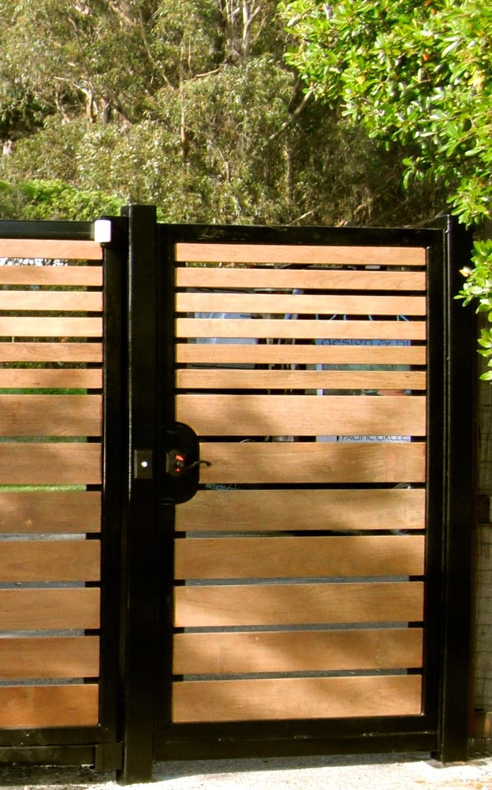 STEEL: IPE HORIZ GATE