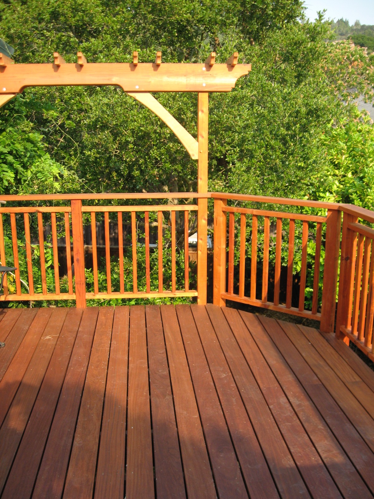 REDWOOD VERTICAL PICKET RAILING