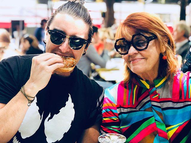 Eatin. Drankin. Chillin. With the momma.