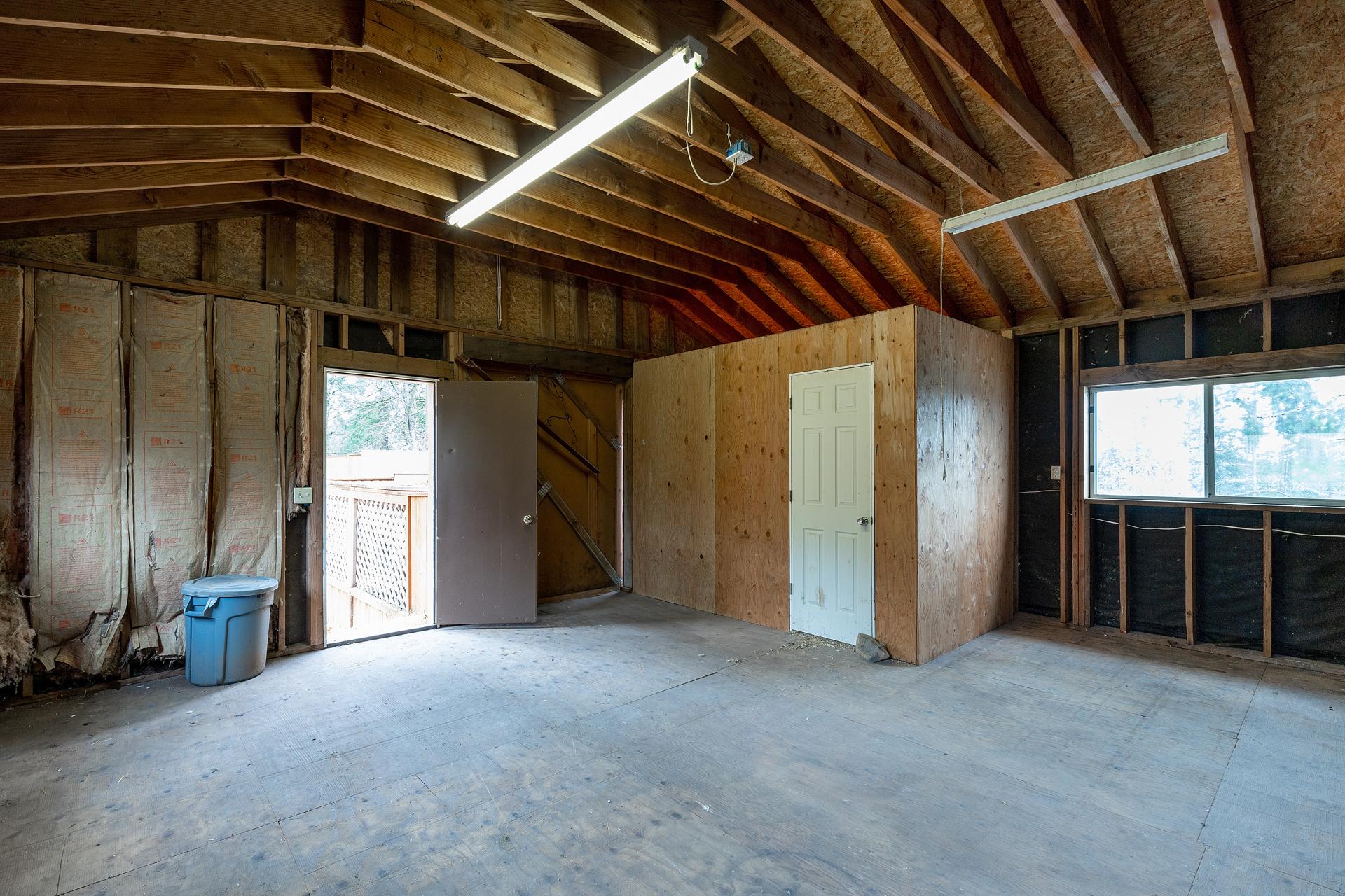 Large Barn/Shed
