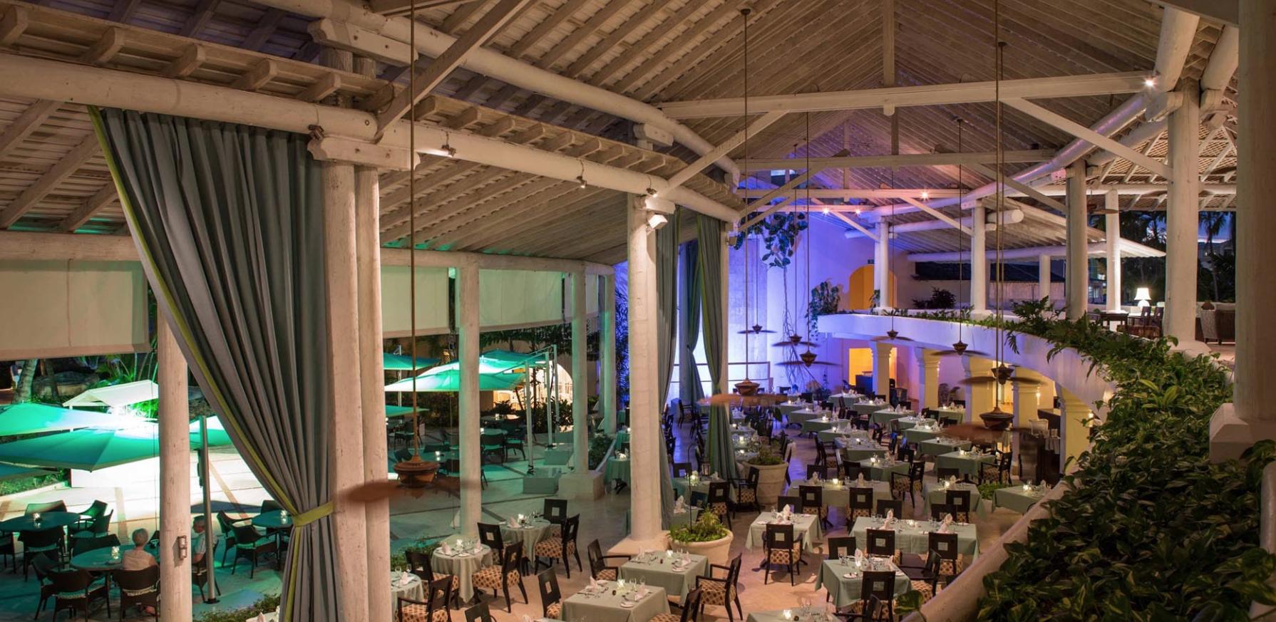Restaurant by night