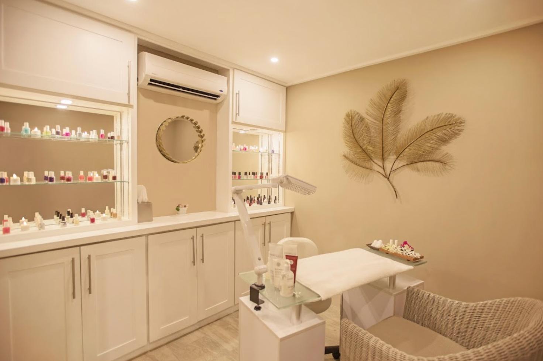 Salon beauty station