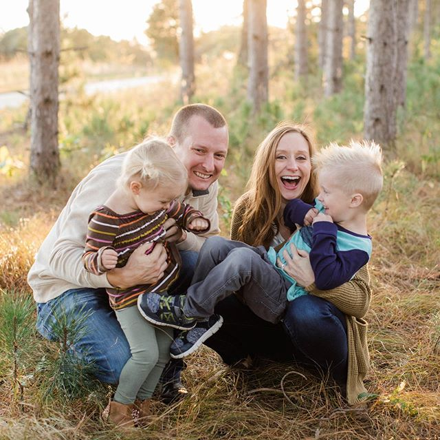 Giggles and snuggles are my fav parts of family sessions 💕