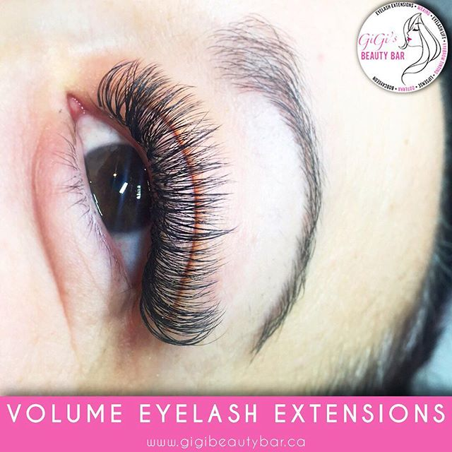 """Another view of these beautiful Volume lash extensions! 3-6 lightweight lashes applied on top of your natural lash to create a """"fan"""" and a fuller look. Different lengths available to help acheive your dream look! ✨✨✨ ______________ You can now BOOK your appointments ONLINE! Check it out along with our other services we offer such as a waxing! http://gigis-beauty-bar.genbook.com  Questions? You may call/txt 📞705-341-9089  Visit www.gigibeautybar.ca for our list of beauty services✨ 📍Located @ 232 Main St Bobcaygeon, ON _______________ #eyelashes #extensions #eyelashextension #bobcaygeon #kawarthalakes #peterboroughlashes #ontariolashes #lashes #salon #beauty #beautybar #lashme #oshawalashes #lashlift #eyelashperm #lashperm #beautybar #kawarthapeeps #eyelashartist #lashartist #lashtech #oshawalashes #volumelashextensions #volumelash #lashliftandtint #browwax #browtint #browtinting #lashlifting #lashgoals"""