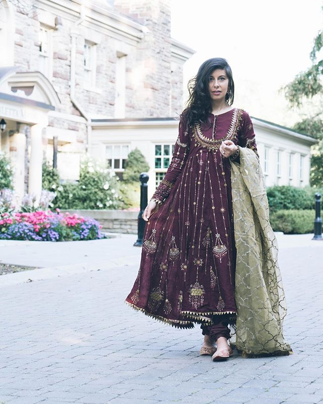 Posting another picture of my eid outfit because why not 🤷🏻♀️ . Arrived in St. John's yesterday after a crazy busy weekend (all the madness was in my stories) and have been so lazy since. It's pouring rain, I have a chai in my hand and I'm chilling on the sofa - the sense of peace I feel in my parent's home is hard to describe. May Allah always keep them happy and healthy. . I might take Zizou to watch Lion King later today though. What are you guys upto?  #yyt #eid2019