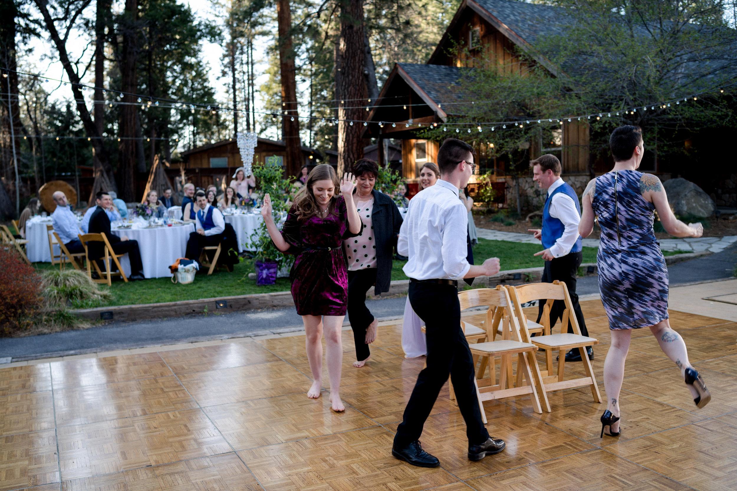 yosemite-evergreen-lodge-wedding-emilychris (9).jpg