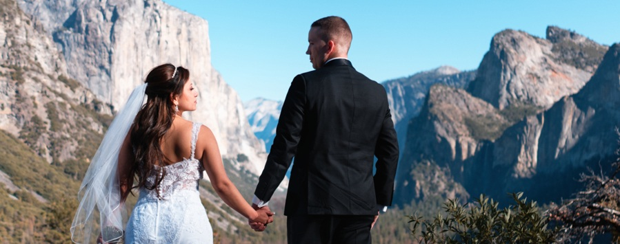 2-e-yosemite-elopement-photography.jpg