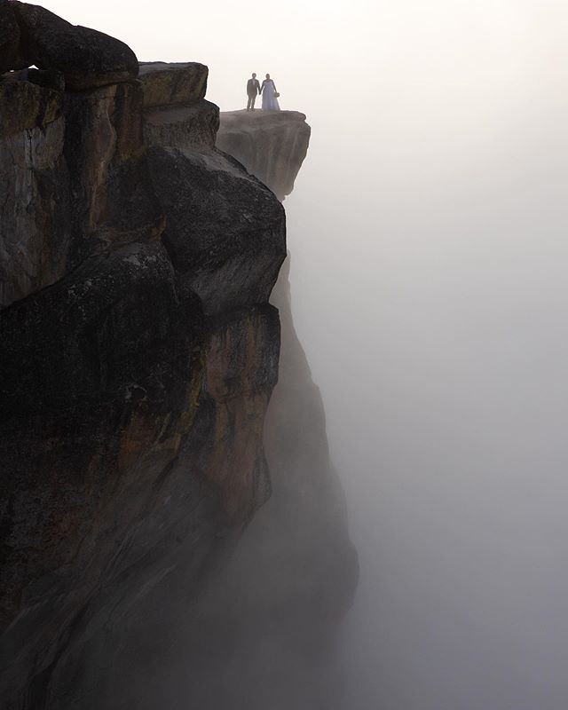 Pro tip: sometimes morning fog can be unexpectedly epic. Swipe 👉 to see these high school sweethearts *literally* on cloud nine.