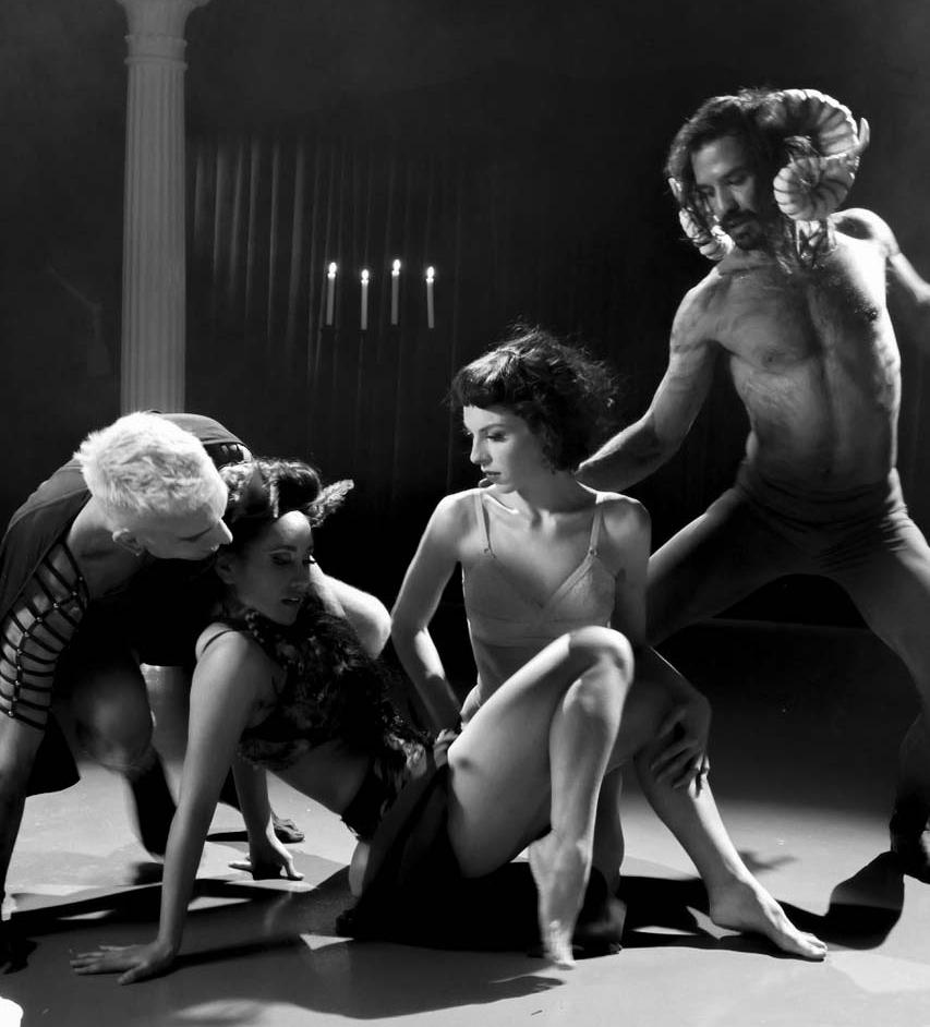 Roie&Dancers_Web.JPG