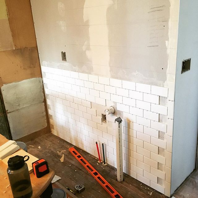 Found myself with a bit of extra time today, so I threw a few more rows of tile up. I think I'm officially level, square, properly-spaced, and adequately practiced for the upcoming, actually visible, part of the wall. Also, two rows at a time is the way to go! #subwaytile #diytile #figuringitout #diyrenovation #victorianrenovation