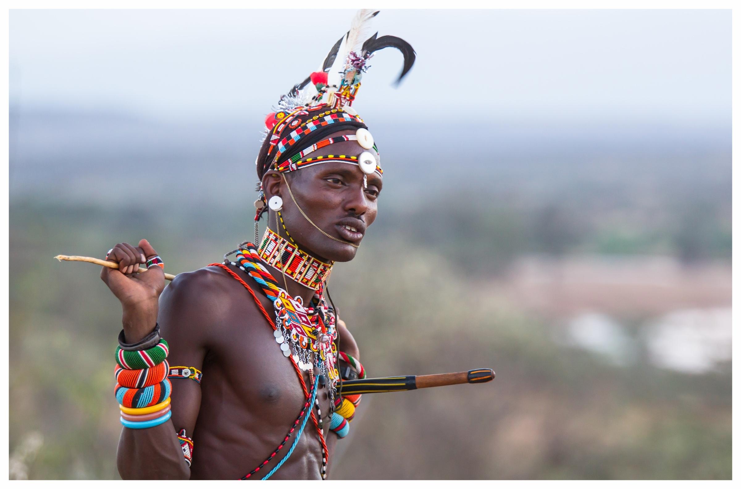 Kenia Das unbekannte Paradies - Kenia ist eines der vielfältigsten Länder Afrikas und bietet eine beeindruckende Vielzahl an Tierarten und atemberaumbender Landschaften. Seit Langem ist dieses Land bereits Ziel für Afrikareisende, doch wir zeigen Ihnen die Schönheit Kenias von einer ganz neuen Seite. Abseits der bekannten Tourismusrouten warten authentische Safari-Erlebnisse mit unvergesslichen Erlebnissen auf Sie. Die Einzigartigkeit Kenias zeigt sich in den Landschaften, der Tierwelt und den Begegnungen mit den Einwohnern. Auf unseren Reisen in dieses aufregende Land verbinden wir spannende Entdeckungstouren und Erholung - an einem der Strände oder in den ausgesprochen komfortablen Lodges - und lassen Ihre Zeit vor Ort zu einem ganz besonderen Erlebnis werden.