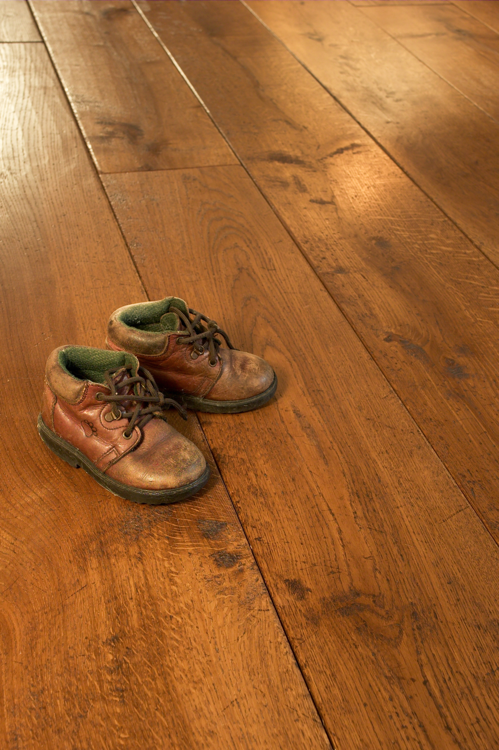 beutiful aged oak flooring.jpg