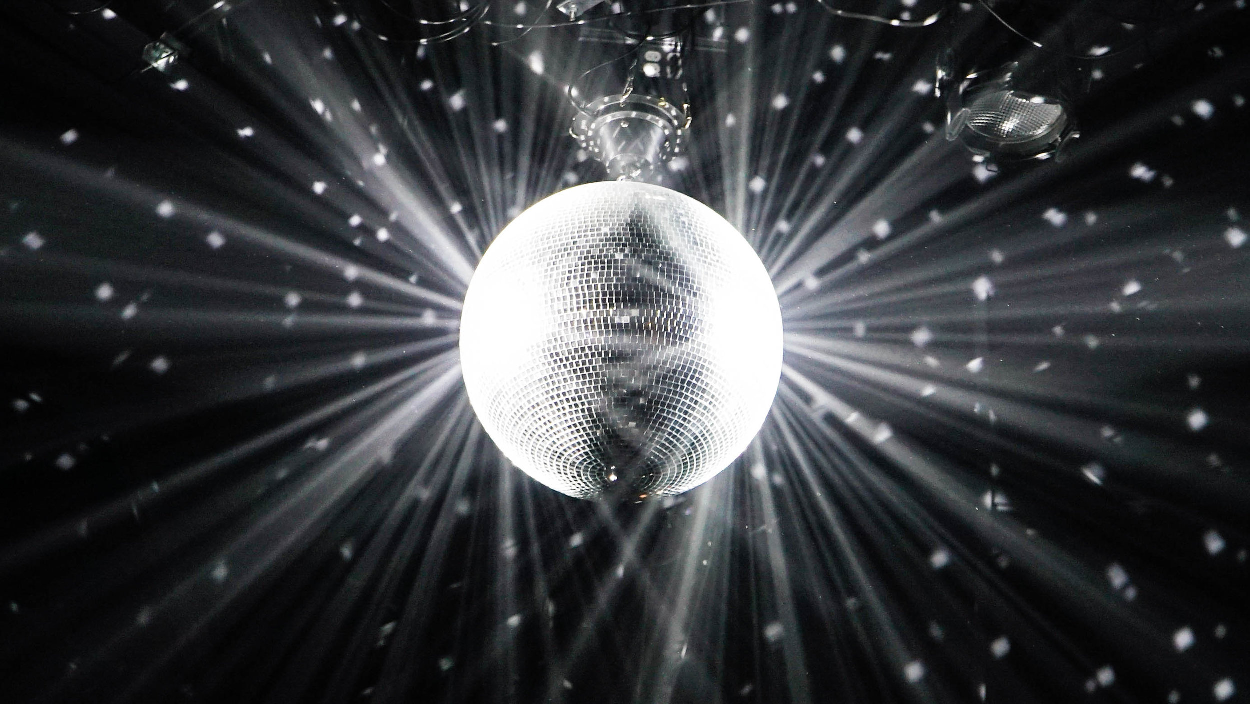 Disco Party - August 17th, 2019 7:00-8:30PM Silent Disco on a Boat!Come dance during sunset and into the night with our silent disco dance party on the water! We provide the headphones & cocktail prizes to best disco dancer.