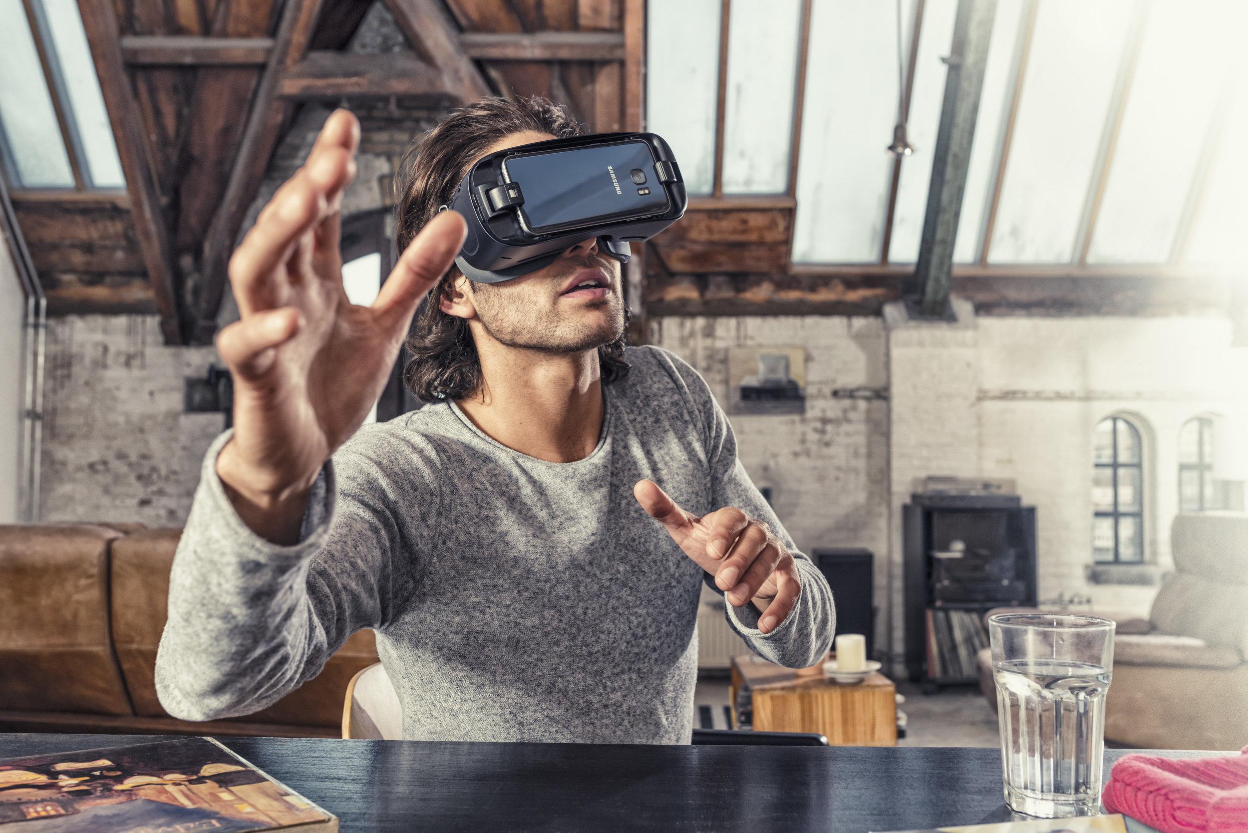 Samsung_Gear_VR_Campaign_2.jpg