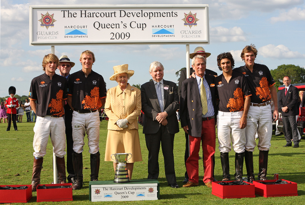 Winning-the-2009-Queens-Cup-with-Apes-Hill-©-Alice-Gipps.jpg