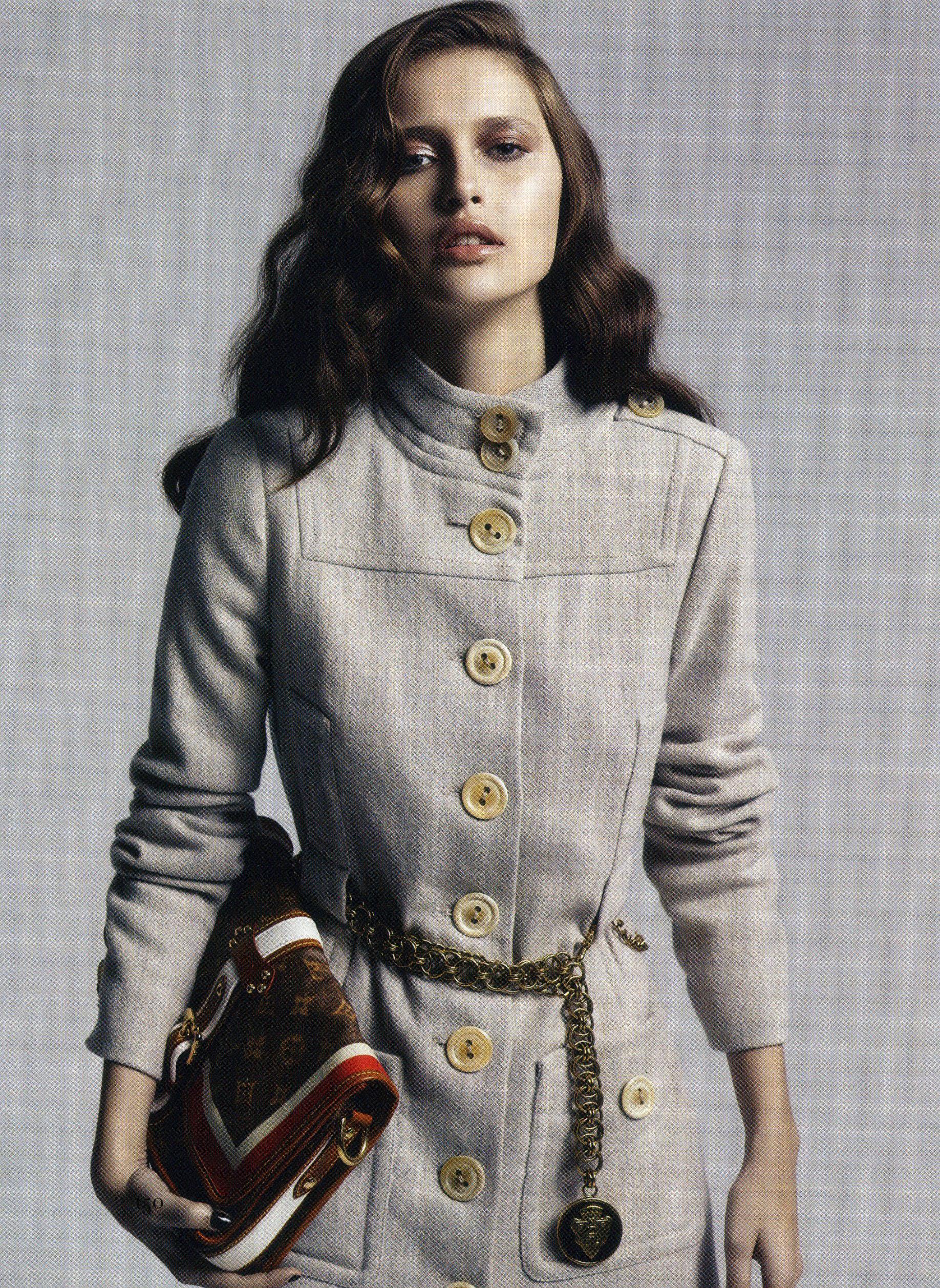 Australian 'Harper's Bazaar'   Photo by  Paul Empson