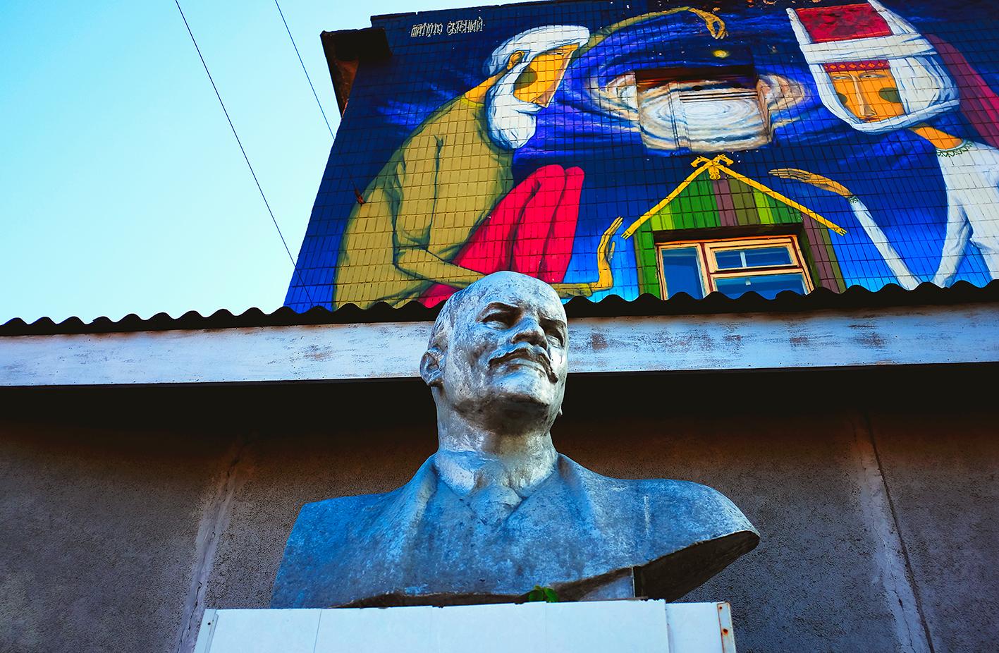 Lenin and street art