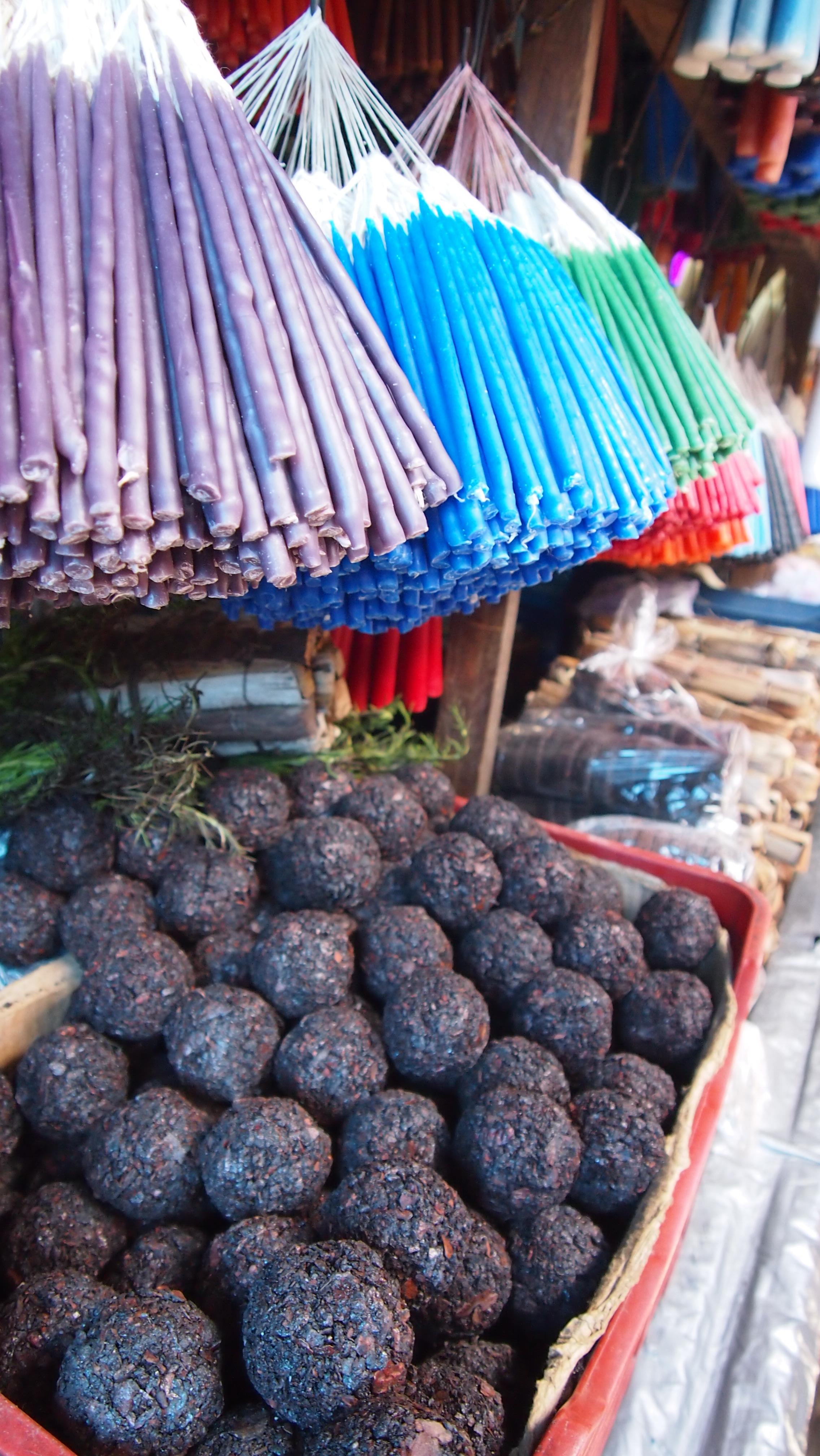 Copal en mercado chichicastenango.JPG