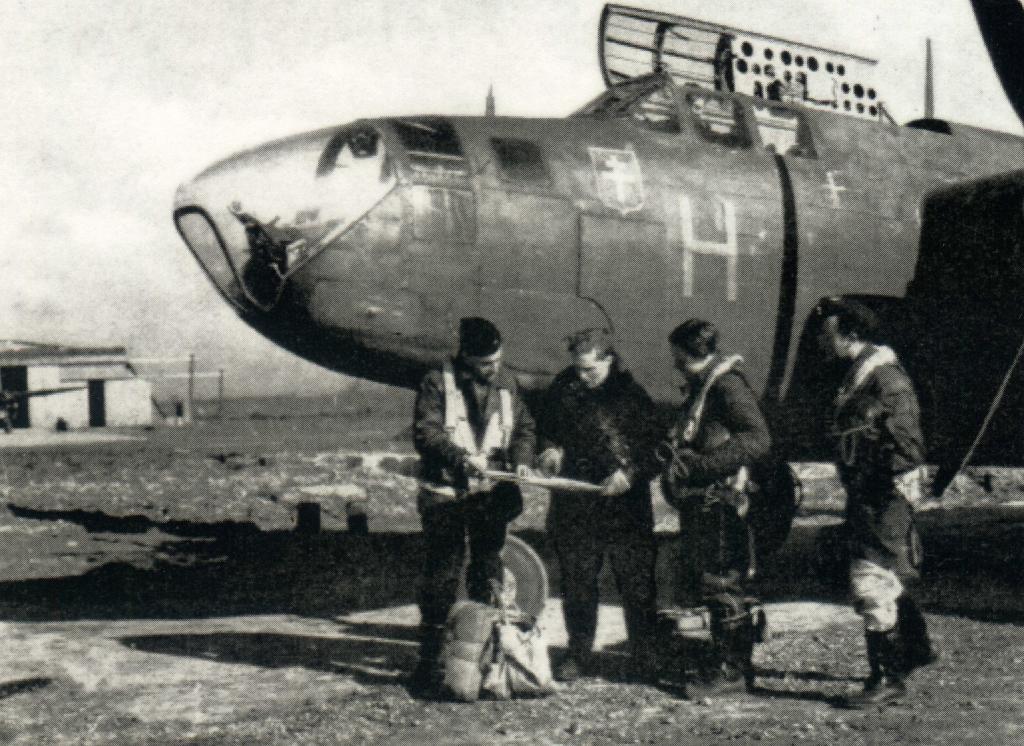 """342 Squadron, Free French Air Force...""""nous sommes préparés""""."""