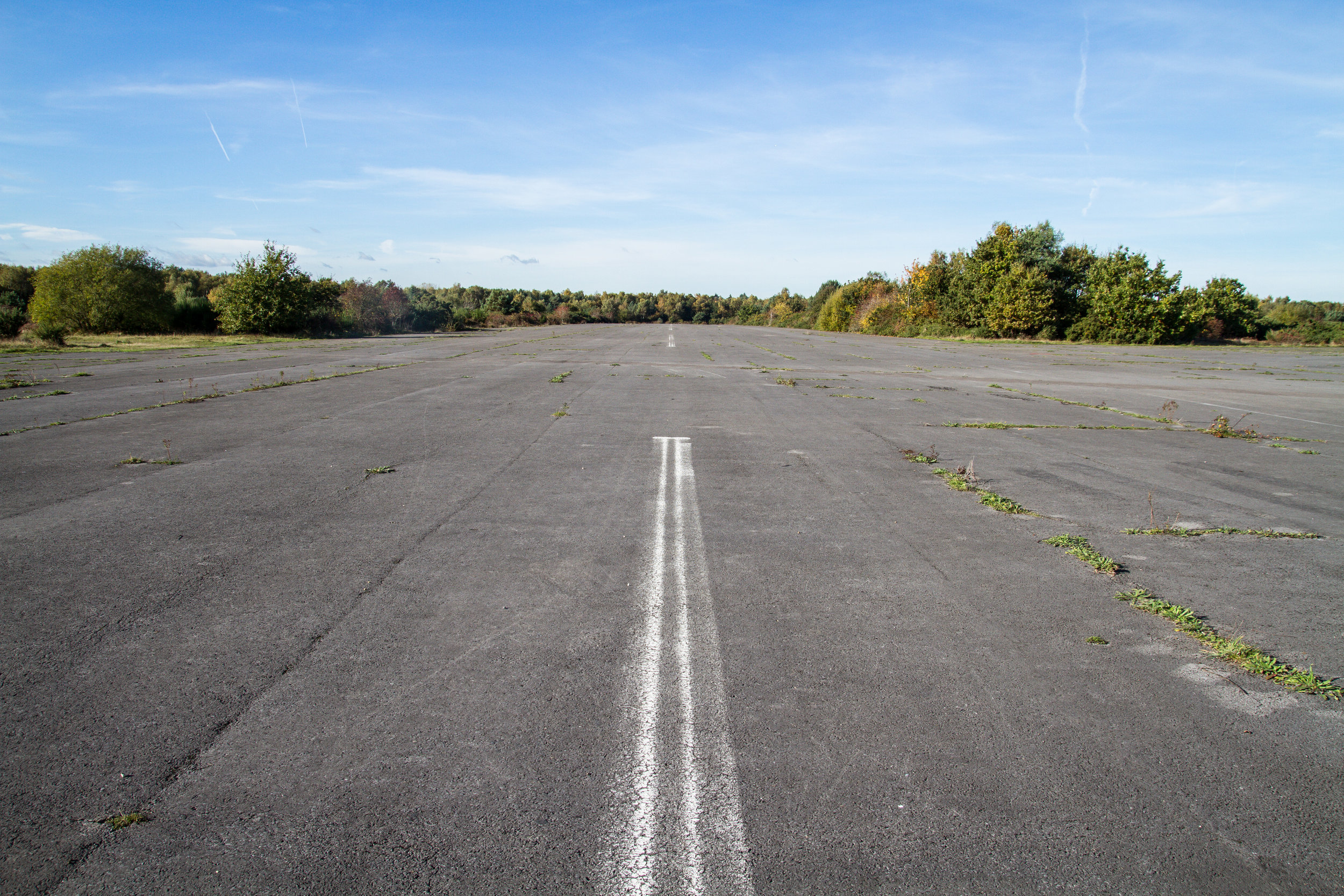 RUNWAY+32_CENTER_FACING+NORTH_GROUND.jpg