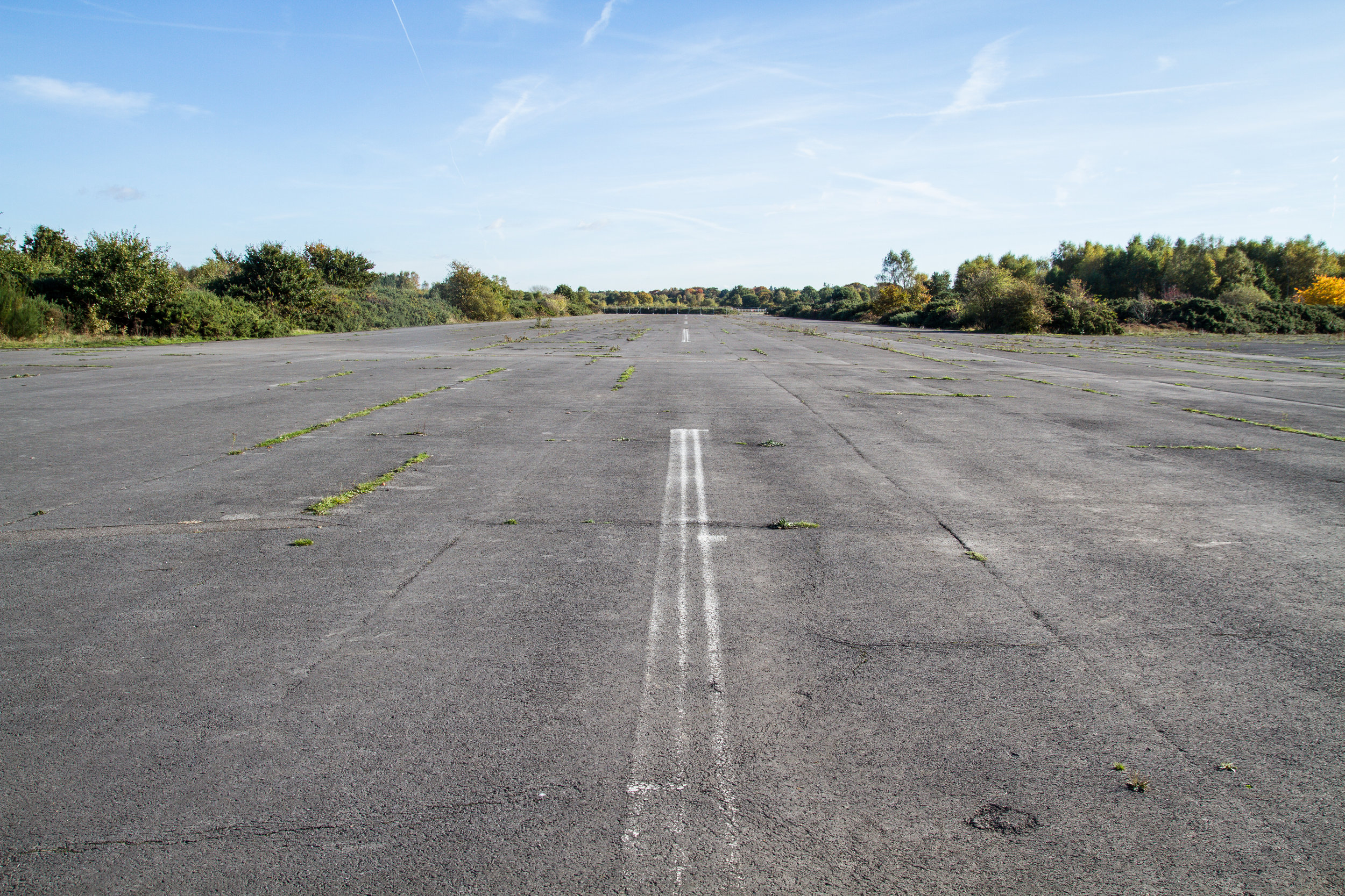 RUNWAY+32_CENTER_FACING+SOUTH_GROUND.jpg