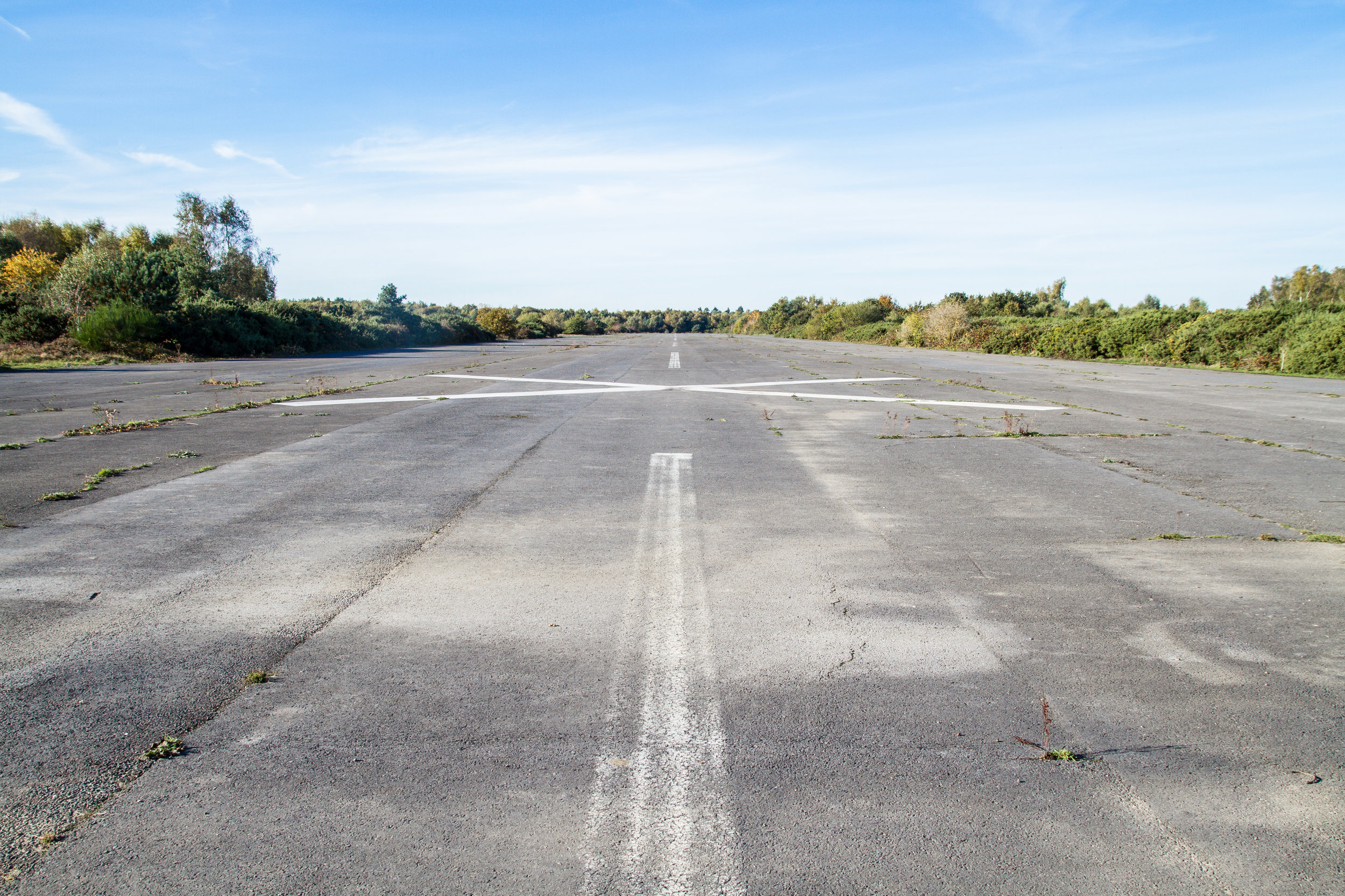 RUNWAY+32_FACING+NORTH_GROUND.jpg