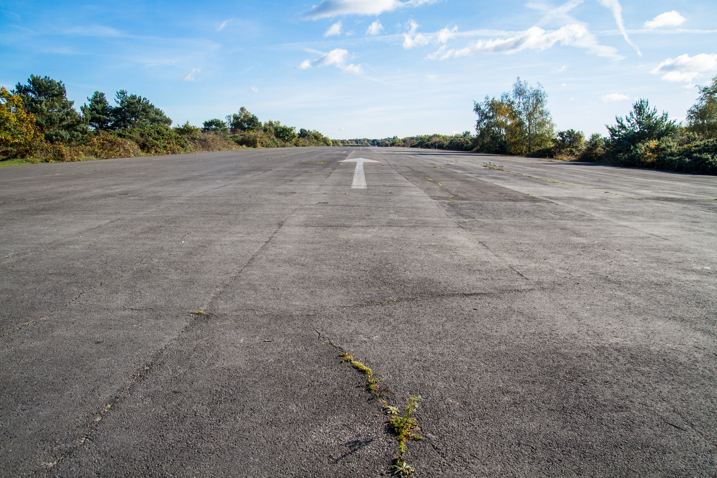 RUNWAY+32_FACING+SOUTH_GROUND.jpg