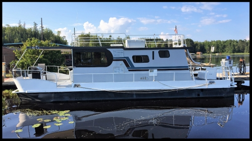 40' EXplorer  The Explorer is the perfect budget friendly way for up to 4 people to enjoy Lake Vermilion. Comes standard with full kitchen, bathroom, generator, grill, and of course a water slide for the kids and grandma.    3 beds