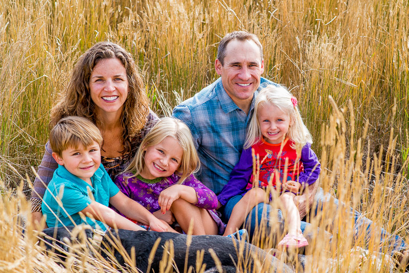 Fall family photos in Carbondale grass