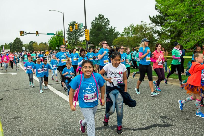 Girls-on-the-run-volunteering-19.jpg