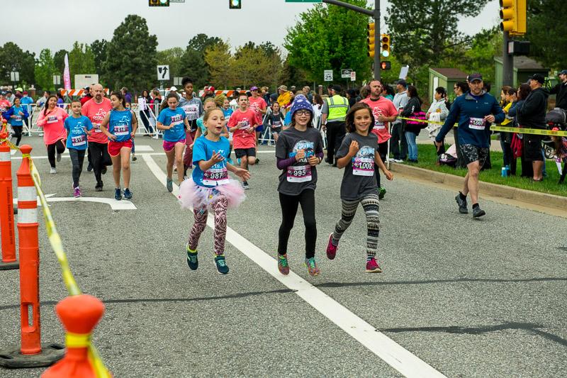 Girls-on-the-run-volunteering-21.jpg