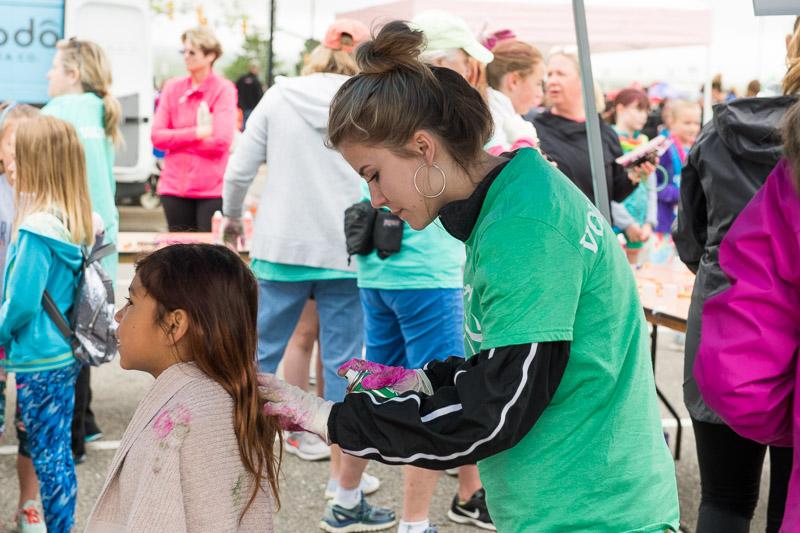 Girls-on-the-run-volunteering-13.jpg