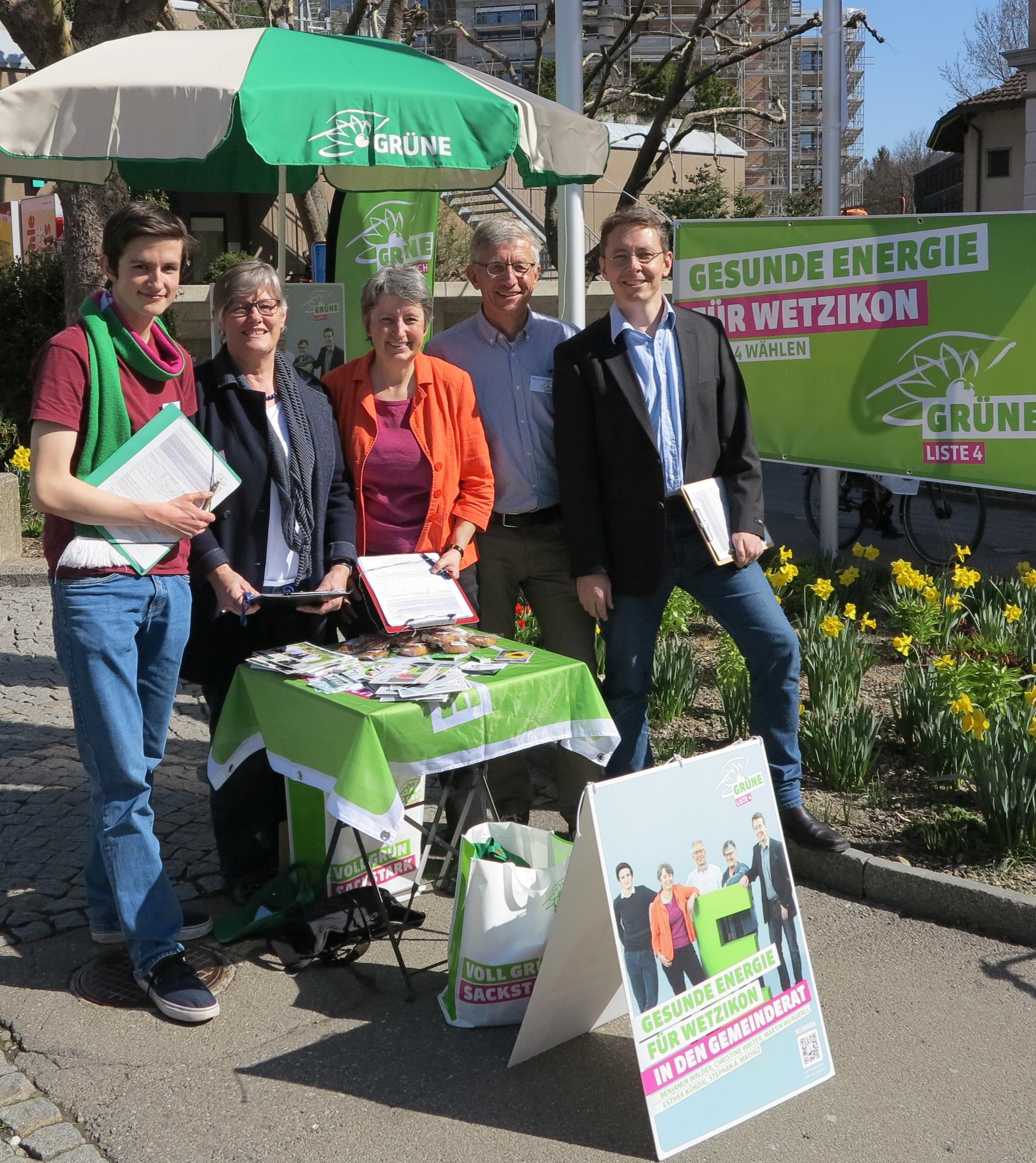 Zufriedenes Wahlkampfteam: (v.l.n.r) Benjamin Walder, Esther Kündig, Christine Walter, Stephan Mathez