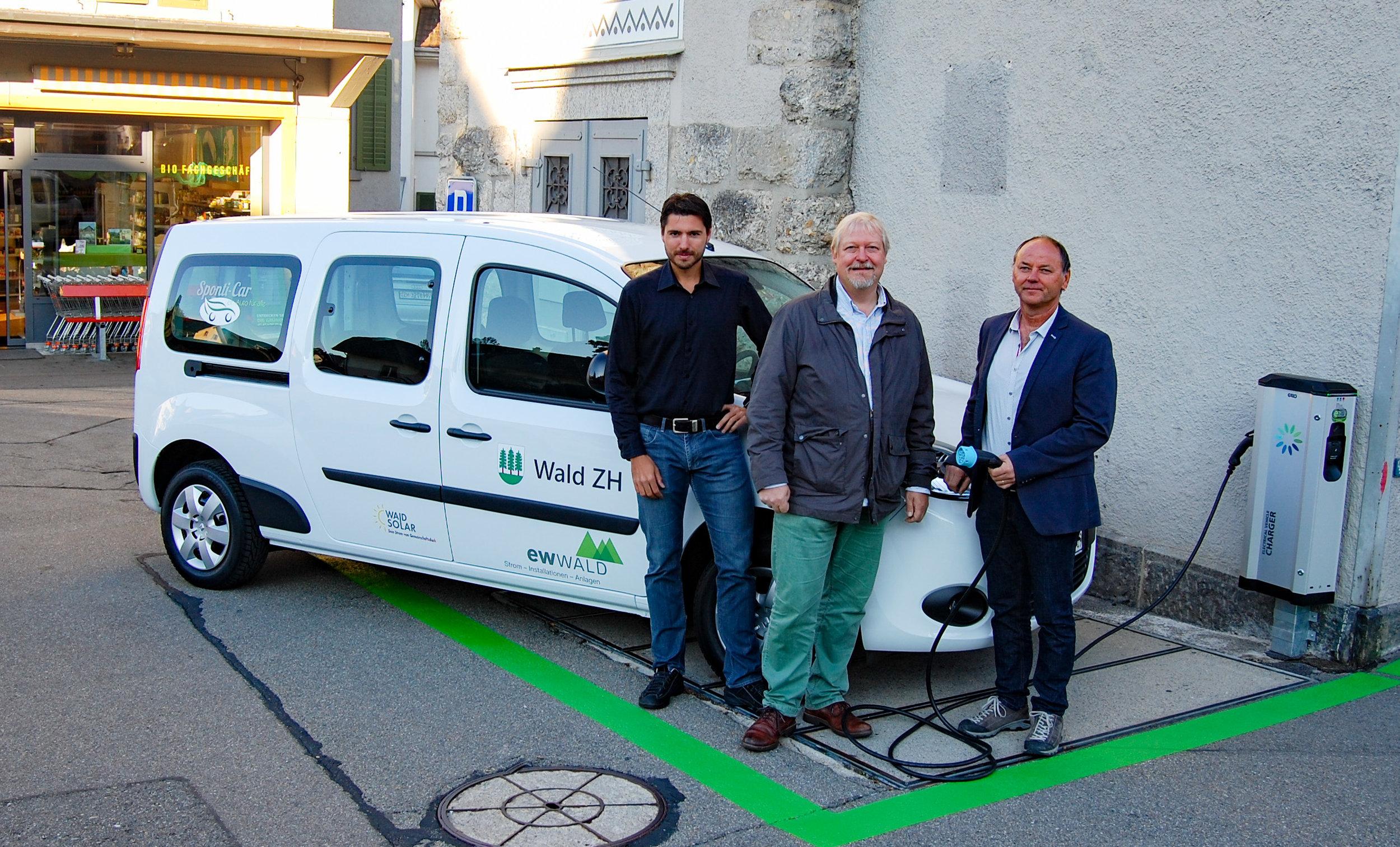 Einweihung des Elektrofahrzeugs  Sponti-car.ch  für alle am Schlipfplatz Wald