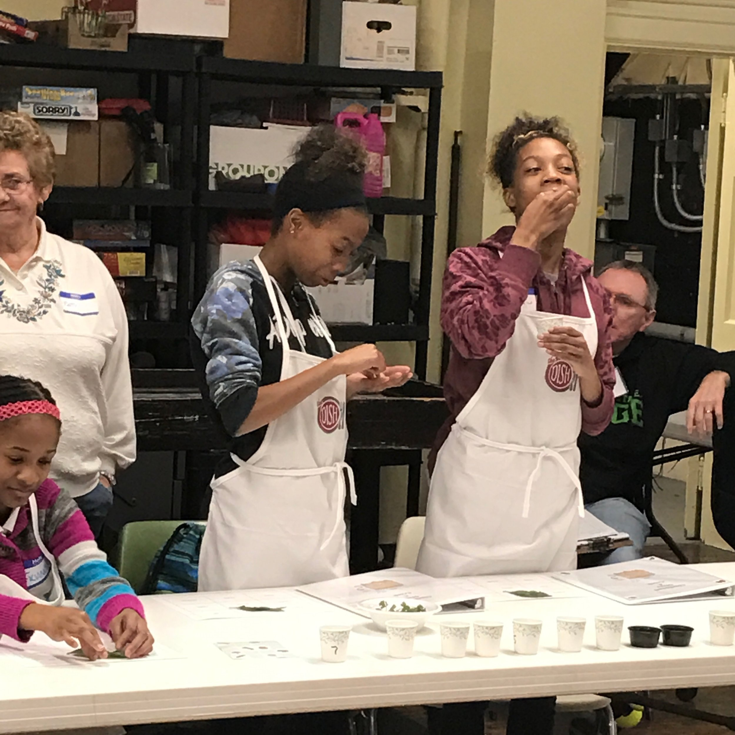 lockland youth learn healthy cooking from cincinnati gives a crock- we thrive april 2017