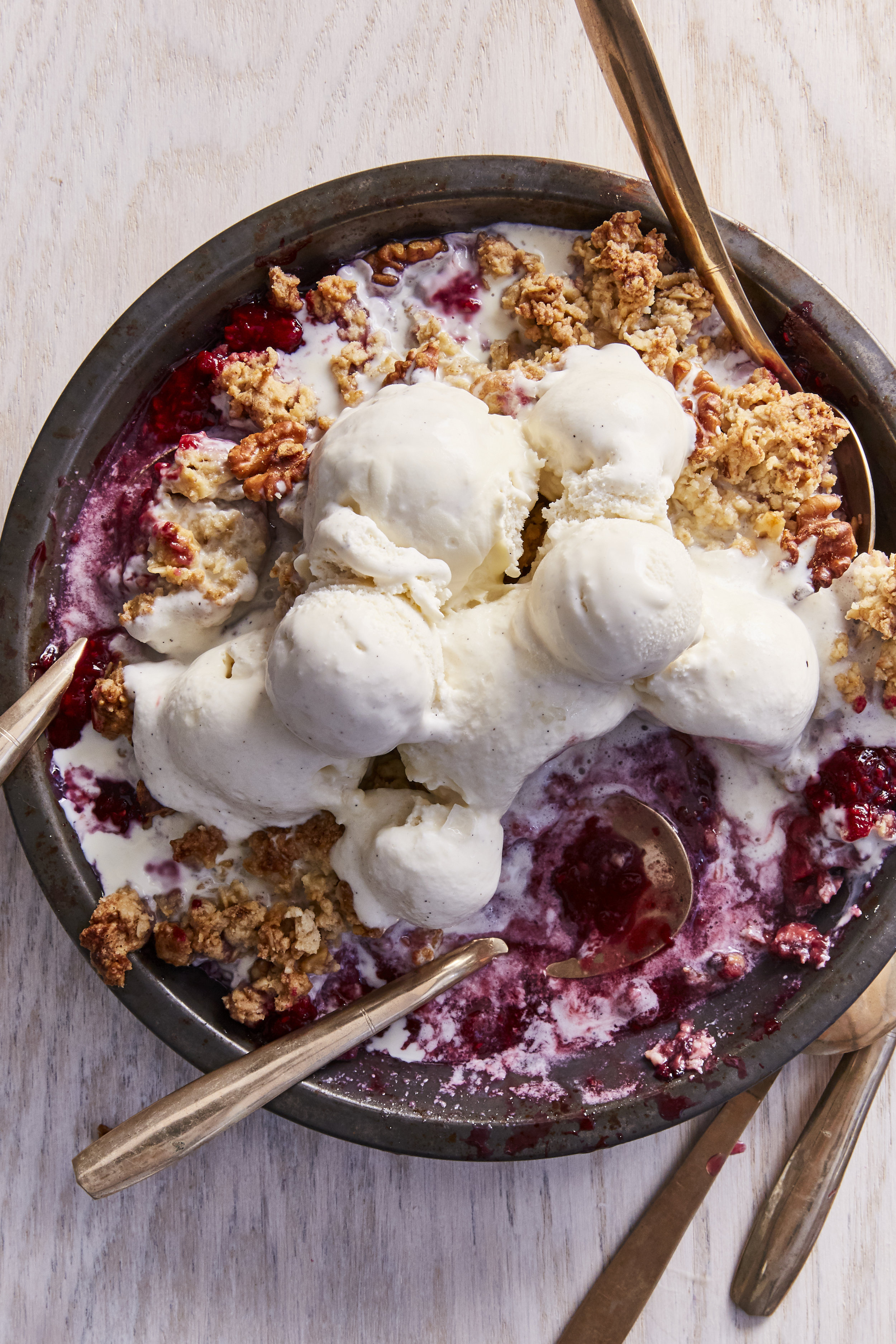 Raspberry Rhubarb Crumble #everydayissaturdaycookbook #easybaking #rhubarb #crumble #icecream