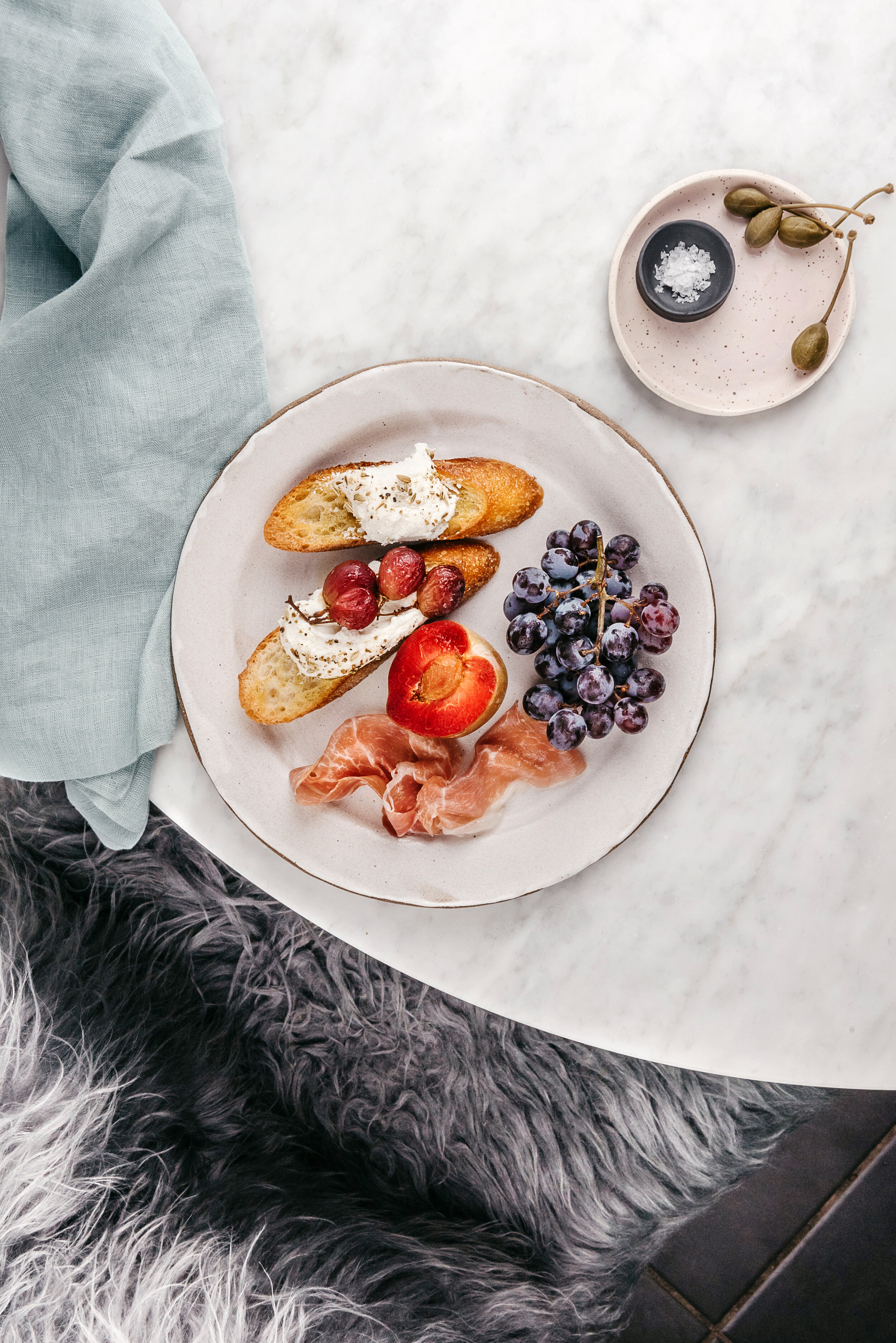 HONEY AND FENNEL GOAT CHEESE TOAST WITH ROASTED GRAPES  #roth #sarahcopeland #goatcheese #chevre