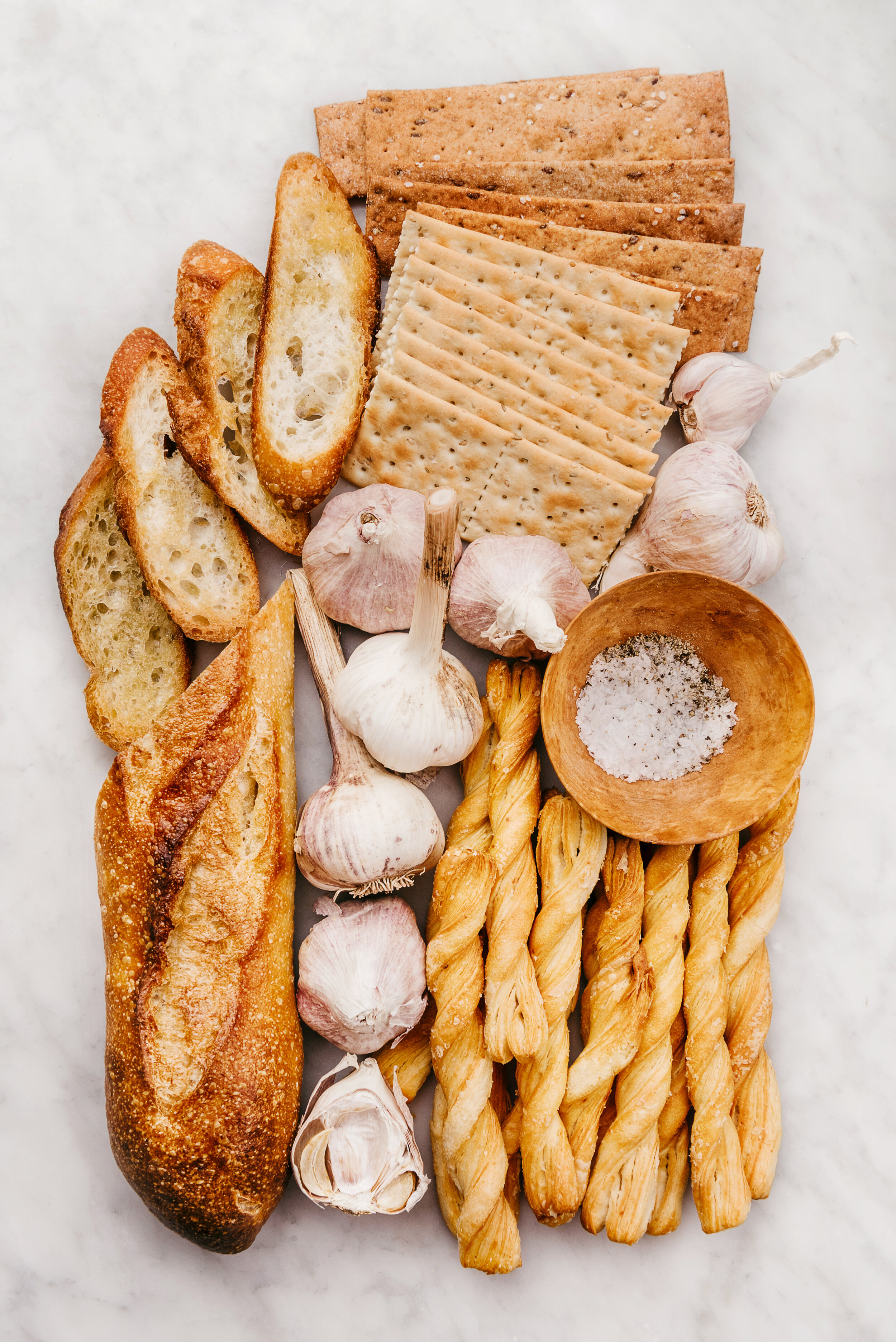 CRACKER AND BREAD OMBRE #ombre #cheeseboard #pannetone #breadsticks