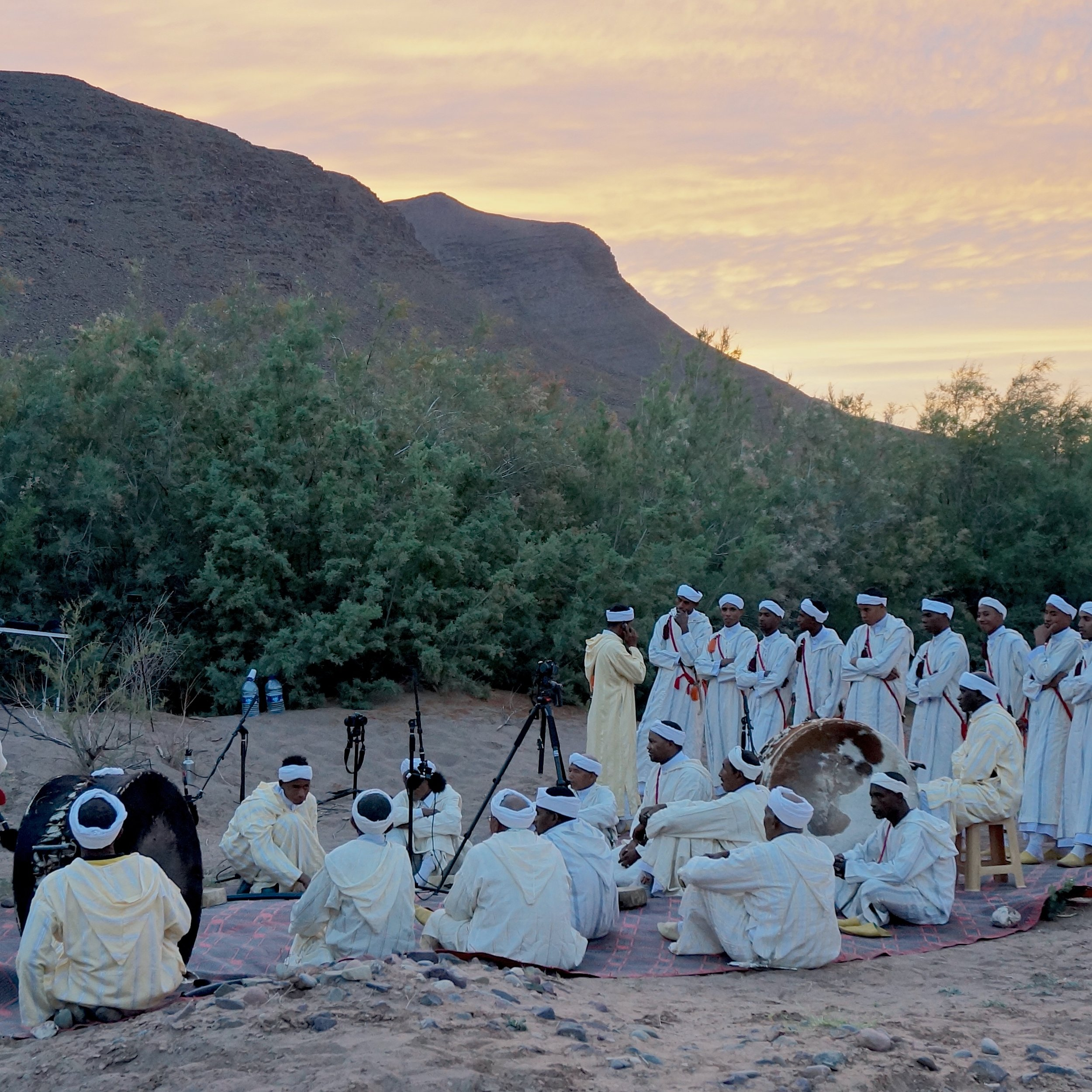 Ferqa Ahwach Agdz - From a southeastern town tucked behind stunningly eroded mountains and lush oases, hails this group, carrying the torch of the most complex of all Amazigh traditions.