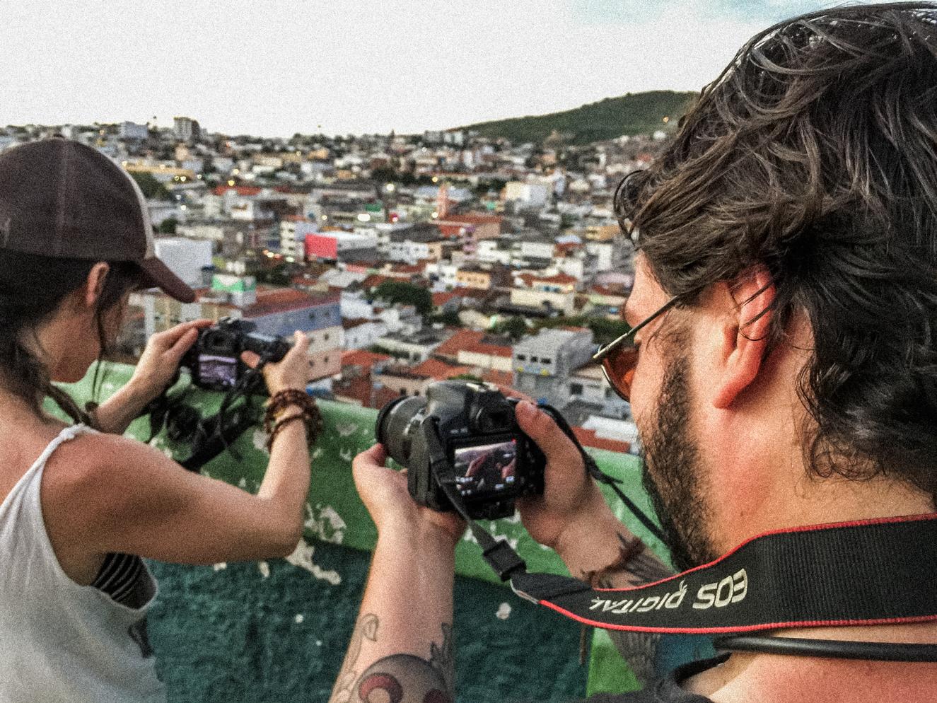 Vidéaste - Suivez-nous avec votre caméra pour capter tous les meilleurs moments de notre périple afin que nous puissions raconter toute l'histoire du projet via une vidéo «making of».